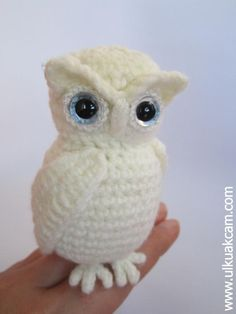 The Snowy Owl - Queen of the North This listing is for an amigurumi pattern, not the finished toy. The finished owl is approximately 9 cm / inc. Owl Crochet Patterns, Crochet Birds, Owl Patterns, Cute Crochet, Crochet Animals, Amigurumi Patterns, Crochet Crafts, Crochet Projects, Scarf Crochet