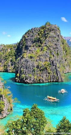 Majestic Diving Photography that will Give You Scuba Thirst The views you get before entering Kayangan Lake in Coron | A Travel Guide to Philippines Last Frontier | El Nido and Coron are dream destinations for scuba diving,island hopping, kayaking, snorkeling, hiking, and so much more.Not sure where to go in Palawan?Im here to help! || via JustOneWayTicket | Travel Blog