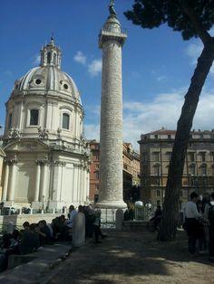 Colonna Traiana edificata nel 113 d. C., 100 anni dopo l'ara pacis. è un monumento ufficiale retribuito da un imperatore. L'arte è plebea non patrizia. linguaggio è rapido e narrativo: vittoria dell'imperatore sui Daci