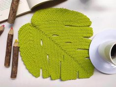Crochet Leaves, Knitted Hats, Diy And Crafts, Knitting, Handmade, Accessories, Nova, Magic Circle Crochet, Fun Easy Crafts