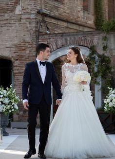 Wedding Pics, Wedding Couples, Cute Couples, Couple Photography, Wedding Photography, Turkish Wedding, Head Table Wedding, Bridal Separates, Fairytale Weddings