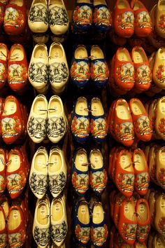 Zaanse Schans - http://shruti-k.blogspot.com/2012/09/europe-pit-stop-5-zaanse-schans.html
