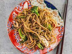 Simple Mushroom Broccoli Stir Fry Noodles Vegetarian Recipes, Cooking Recipes, Healthy Recipes, Mushroom Broccoli, Fried Noodles Recipe, Rice Noodle Recipes, Broccoli Stir Fry, Fried Broccoli, Meal Prep Plans