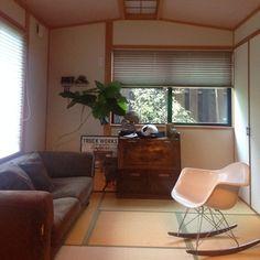ソファとロッキングチェアに北欧家具を取り入れて。心地よい対話の時間がイメージできるお部屋です。