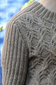 This would be an awesome 'boyfriend' sweater if I had time to knit all the sweaters, but pinning because these cables could be modded to make spiders!