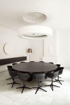 El blanco y negro no podía faltar en la decoración de oficinas 2015