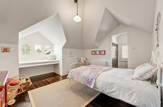 Single attic bedroom