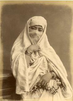 Algérie, Femme avec Haïk     #Afrique_Africa #Algérie