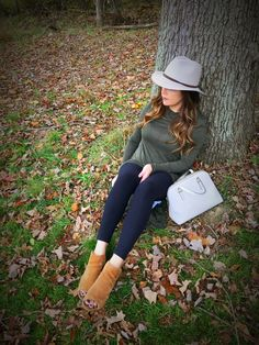 Beauties in the Burgh - Classic black leggings with an olive knotted tunic, who doesn't love Fall fashion?!