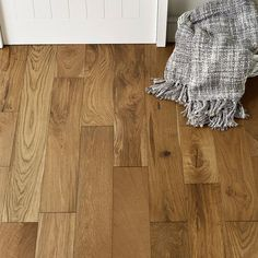 The dark and rich golden hues of Loft Smoked Oak engineered wood flooring offer a fascinating look for any room, from classically decorated to minimalist and modern or a creative and eclectic decor.