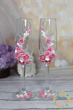 Bride And Groom Glasses, Wedding Wine Glasses, Wedding Champagne Flutes, Champagne Glasses, Dusty Rose Wedding, Floral Wedding, Decorated Wine Glasses, Wine Glass Crafts, Beautiful Pink Roses