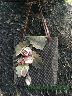 51 Ideas for patchwork bolsas ideas appliques Quilted Purse Patterns, Patchwork Bags, Quilted Bag, Lace Bag, Japanese Bag, Wedding Bag, Embroidered Bag, Denim Bag, Fabric Bags