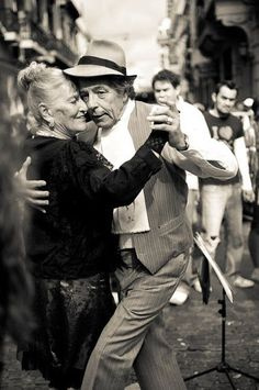 This pin shows a picture of a couple doing the tango in a street in Buenos Aires. Argentina is said to be the birthplace of the tango. This dance is still very popular among Argentinians; young and old alike partake in it. Just Dance, Dance Like No One Is Watching, Shall We Dance, Dance Art, Dance Music, Dance Ballet, Vieux Couples, Growing Old Together, Portraits