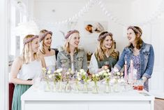 Bridal Shower Foto: @luisasolelulugr  Sweet Table: @cookandcookies  Blumen: @lilyblumen