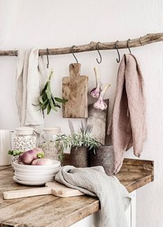 Put Some Wabi-Sabi Into Your Farmhouse Home Decor - The Cottage Market Raues Zeug. Put Some Wabi-Sabi Into Your Farmhouse Home Decor - The Cottage Market Norwegian House, Norwegian Style, Swedish Style, Swedish House, Boho Deco, Decoration Originale, Scandinavian Home, Scandinavian Bathroom, Home And Deco