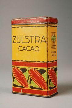 """Rechthoekig cacaoblik met los deksel, """"Zijlstra, cacao"""", geel en rood  Museum Rotterdam"""