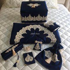 """680 Beğenme, 46 Yorum - Instagram'da Kristal Tasarım (@kristaltasarim): """"Gece mavisi&gold damat bohçası setimiz en sevilen ürünlerimizin başında geliyor..Detaylı incelemek…"""""""