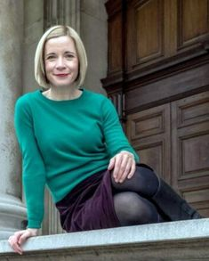 Lucy Worsley in boots and tights Dr Lucy Worsley, Tv Girls, Audrey Tautou, I Love Lucy, Tv Presenters, Celebs, Celebrities, Most Beautiful Women, How To Look Better