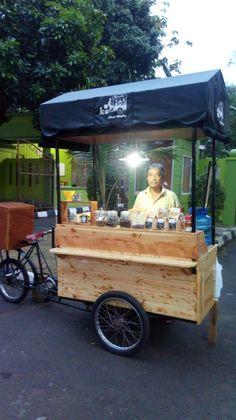 Cozy Coffee Shop, Small Coffee Shop, Food Cart Design, Food Truck Design, Japanese Coffee Shop, Beer Bike, Siomai, Mobile Food Cart, Catering Van