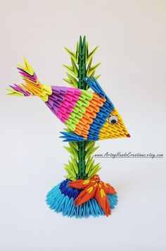 3D origami poisson. Origami poisson. Poisson de papier. Objet de décoration. Idée de cadeau à la main. Gâteau de poisson topper. Ce poisson origami 3d est constitué denviron 245 modules triangulaires. Chaque morceaux est taillés à la main, soigneusement pliées et collées à
