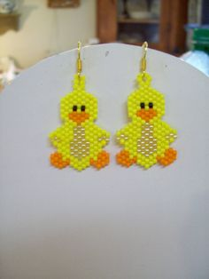 Beaded Yellow Ducky Bird Earrings by BeadedCreationsetc on Etsy Seed Bead Patterns, Beaded Jewelry Patterns, Beading Patterns, Beaded Banners, Native Beadwork, Beaded Crafts, Native American Beading, Beaded Animals, Beading Projects