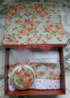 Decoupage Vintage, Vintage Box, Textile Design, Wood Crafts, Stencils, Presents, Lily, Soap, Creative