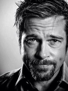 Brad Pitt (b American actor, film producer Brad Pitt, Famous Men, Famous Faces, Famous People, Celebrity Portraits, Celebrity Photos, Black And White Portraits, Black And White Photography, Foto Portrait