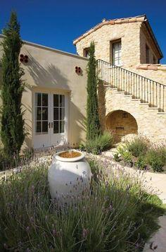 Eye Catching Mediterranean Backyard Garden Décor Ideas
