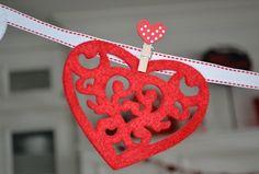 Valentine's Felt Garland at www.poshideas.com