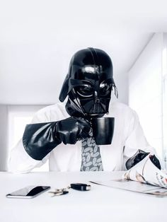 The Daily Life Of Darth Vader By Paweł Kadysz Białystok Poland - Dark Side - Star Wars - Sith Lord - The Emperor - Funny Photos - Think Geek -Photo Project Star Wars Art, Star Trek, Lord Sith, Star Wars Episodio Vii, Film Science Fiction, Images Star Wars, 365days, Normal Guys, Dark Lord