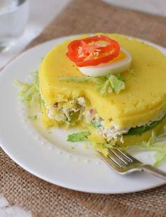 Relleno para la causa limeña: pollo desmechado, cebolla, mayonesa, jugo de limón y aguacate
