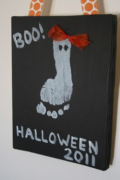 What a bootiful piece of art! Simple Halloween craft for kids using footprints as ghosts! I want to do this next year. Holiday Crafts For Kids, Halloween Crafts For Kids, Holidays Halloween, Halloween Themes, Fall Crafts, Holiday Fun, Happy Halloween, Halloween Decorations, Halloween Party