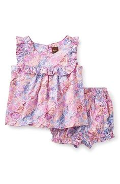Free shipping and returns on Tea Collection Red Mallee Sleeveless Top & Shorts Set (Baby Girls) at Nordstrom.com. Vintage floral patterns and ruffle trim turn up the charm of a crisp, cotton-woven two-piece set.