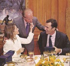 christythedreamer:  King Juan Carlos, Prince Felipe & Letizia: Engagement lunch.