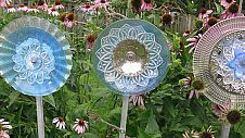 Hometalk :: Garden Art :: Lori Gay's clipboard on Hometalk. buy clear glass plates at dollar store!