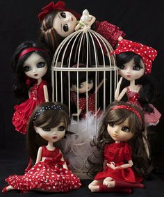 Brunettes and Red Polka Dots Pullip Family Portrait