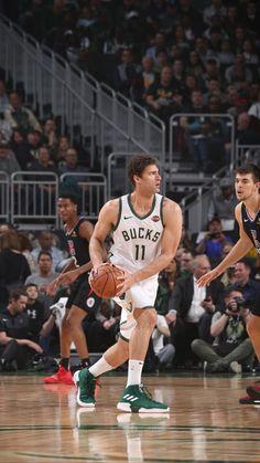 Brook Lopez Basketball Players, Basketball Court, Brook Lopez, Milwaukee Bucks, Athletes, Nba, Sports, Hs Sports, Sport