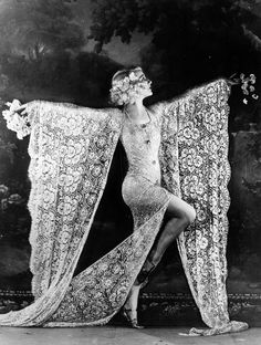 vintage everyday: 18 Rare and Amazing Vintage Photographs of the Moulin Rouge Cabaret and Its Can-Can Dancers from the 1890s to 1930s