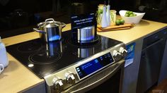 Using Samsung's virtual flame stovetop is like cooking with fake fire