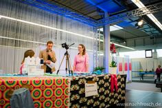 Nähfrosch live auf der Bühne bei der Messe KreativAll in Wiesbaden  - Nähfrosch Heute könnt ihr im Blog lesen, wie es auf der KreativAll in Wiesbaden war, und sogar per Video live mit mir kurz über die Messe schlendern und einen Blick auf die Bühne werfen, auf der ich mit Maci's Atelier vorgeturnt habe, wie man z.B. eine Babyhose RAS nach meinem Freebook näht! Das kuschelige Einhorn von Kullaloo - made by you hat auch seinen Auftritt.  ******** Today I write about the exhibition KreativAll…