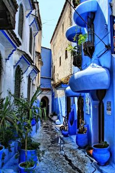 Chefchaouen or Chaouen, as it is often called by Moroccans, is a popular tourist destination because of its proximity to Tangier. One distinction possessed by Chefchaouen is  it's blue-rised houses and buildings. Photo: coisasdetere.tumblr.com