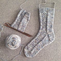 Socks by Dianna Walla. Pattern is from the first issue of Knitting Socks, Hand Knitting, Knitting Patterns, Crochet Patterns, Knit Socks, Mitten Gloves, Mittens, Ladies Gents, How To Start Knitting