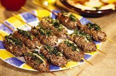 Ingredientes 1 kg de carne magra picada 2 cebollas 2 dientes de ajo Un... Carne Picada, Albondigas, Tapas, Pork, Meat, Delivery, Lean Body, Ideas, Meat Skewers