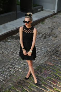"Classic look channeling ""Breakfast and Tiffany's"" to make black look chic Fashion Mode, Love Fashion, Fashion Beauty, Fashion Trends, Dress Fashion, Estilo Lady Like, Cute Dresses, Cute Outfits, Sexy Dresses"