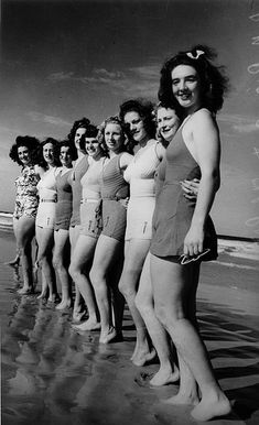 Old fashioned bathing suits, images of bathing beauties from the and how to care for your vintage swimwear, gorgeous prints, and more. Vintage Beach Photos, Photo Vintage, Vintage Photographs, Vintage Bathing Suits, Vintage Swimsuits, Women Swimsuits, 1930s Fashion, Vintage Fashion, Vintage Vogue