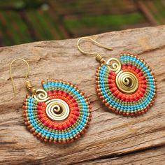 Tribal circle earrings with brass highlights in tones of orange and blue - JEWELRY Macrame Earrings, Tribal Earrings, Macrame Jewelry, Circle Earrings, Beaded Earrings, Wire Jewelry, Jewelry Crafts, Crochet Earrings, Handmade Jewelry