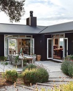"""1,234 mentions J'aime, 14 commentaires - Tiny Homes (@tiny.homes) sur Instagram: """"Contemporary """""""