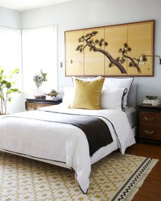 chinoiserie+bedroom+white+bed+gold+japanese+panel+wall+art