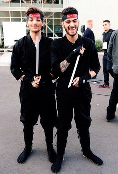 Louis Tomlinson and Zayn Malik. I loved this part!! >>> they have no idea what they are doing.. love them because of that..>> :))