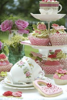 learn to make easy sugarcraft flowers too ...
